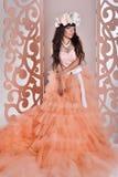 Шикарная невеста с цветками Стоковое Изображение RF