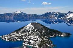 Шикарное озеро на весенний день, Орегон кратер Стоковые Фото