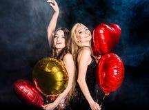 Шикарные женщины с воздушными шарами Стоковые Изображения RF