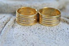 Шикарные обручальные кольца стоковое изображение rf