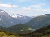 Шикарные снег-покрытые пики швейцарских гор Стоковые Изображения RF