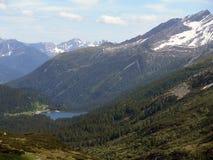 Шикарные снег-покрытые пики швейцарских гор Стоковые Изображения