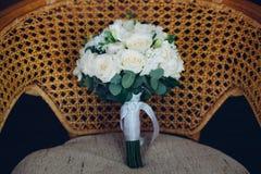 Шикарные цветки лежа на стуле Стоковые Изображения RF