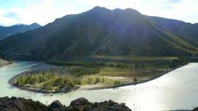 Шикарный ландшафт над скалой горы к горам 3840x2160 сток-видео