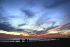 Шикарный заход солнца над калифорнийским побережьем стоковое фото rf