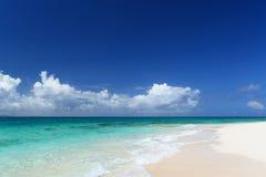 Шикарный пляж в летнем времени стоковые изображения