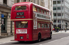 Шина 15 возглавляя к квадрату Trafalgar Стоковая Фотография RF