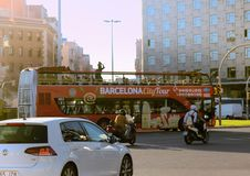 шина Двух-палубы с открытой крышей и смотровая площадка для туристов Стоковое Фото