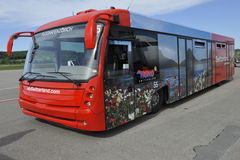 Шина пассажира на авиапорте Цюрихе, Швейцарии стоковое фото
