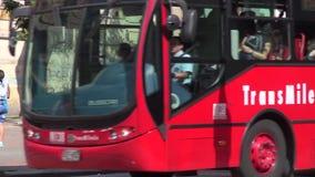Шины, дороги, общественный местный транспорт, общественный транспорт видеоматериал