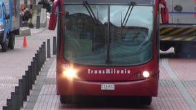 Шины, дороги, общественный местный транспорт, общественный транспорт сток-видео