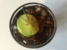 Шипучее напитк стекло рома и кокса Стоковое Изображение RF
