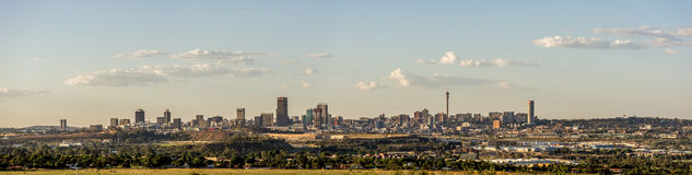 Широкая панорама горизонта города Йоханнесбурга Стоковое Изображение RF