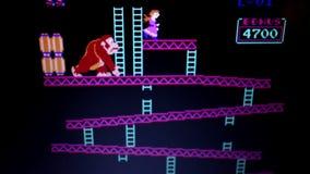 Широкая съемка 'видеоигра ретро аркады Kong осла' винтажная во время игры игры от сток-видео