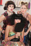 Широкая Eyed дама в салоне волос Стоковые Изображения