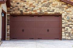 Широкие двери гаража Стоковое Фото