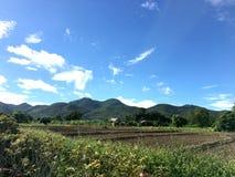 Широкие горы и небо Стоковая Фотография RF