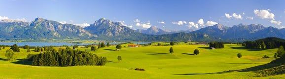Широкий ландшафт панорамы в Баварии стоковые изображения