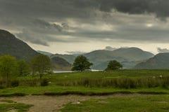 Широкий ландшафт района озера в шторме дождя Стоковая Фотография RF