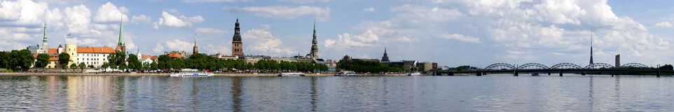 Широкий старый городской пейзаж панорамы дня городка Риги Стоковая Фотография