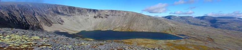 Широкоформатное панорамное фото озера горы Стоковое Фото