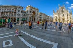 Широкоформатный взгляд квадрата купола в милане, Италии Стоковые Изображения