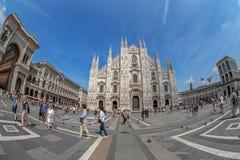Широкоформатный взгляд квадрата купола в милане, Италии Стоковое Изображение RF