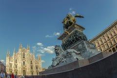 Широкоформатный взгляд квадрата купола в милане, Италии Стоковая Фотография