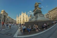 Широкоформатный взгляд квадрата купола в милане, Италии Стоковая Фотография RF