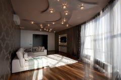 Широкоформатный взгляд живущей комнаты Стоковое Изображение RF