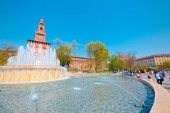 Широкоформатный замка Sforza и фонтана, милана Стоковое Изображение RF
