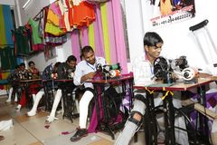 Шить тренировка Narayan Seva Sansthan стоковая фотография