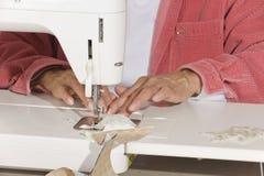 шить quilter ткани Стоковое Изображение