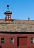 шифер крыши амбара красный стоковые изображения