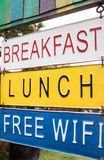 Шильдик обеда завтрака на досках металла Стоковое фото RF