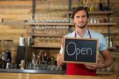 Шильдик удерживания Barista открытый в кофейне Стоковое Изображение