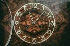 Шкала старых деревянных часов стоковое изображение rf
