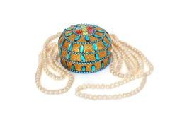 Шкатулка для драгоценностей Жемчуга Шарики жемчуга красота стоковое изображение