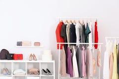 Шкафы с одеждами стоковое изображение rf