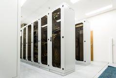 Шкафы с сетевым оборудованием стоковые изображения rf