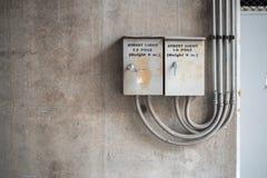 Шкафы управления на стене стоковое изображение