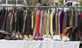 Шкаф из курток и ботинок сезона outdoors стоковые изображения rf
