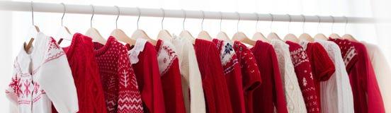 Шкаф одежд с красной ноской knit рождества Стоковые Изображения RF