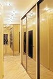 шкаф прохода зеркала Стоковые Изображения RF