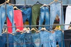 Шкаф разнообразие голубого демикотона в рынке стоковое изображение