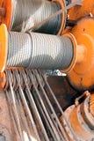 Шкивы и кабели крана стоковая фотография