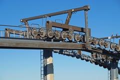 Шкивы подвесного подъемника механически в лыжном курорте стоковое изображение rf