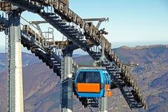 Шкивы подвесного подъемника механически в лыжном курорте стоковое фото rf