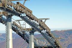 Шкивы подвесного подъемника механически в лыжном курорте стоковые изображения