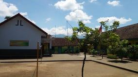 Школа в солнечном дне стоковое изображение rf